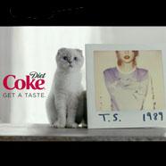 Taylor Swift y su mascota, protagonizan la nueva campaña de Coca-Cola Diet